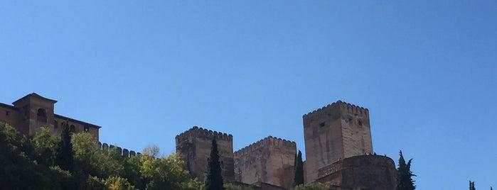 Puerta De Los Tristes is one of Granada para picar, pintxos, tapeos & más.