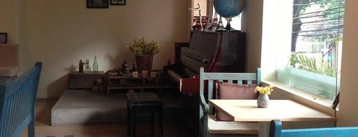 Café de la Gare is one of Café in town.