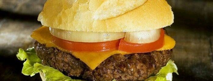 Madero Burger & Grill is one of Hamburguerias.