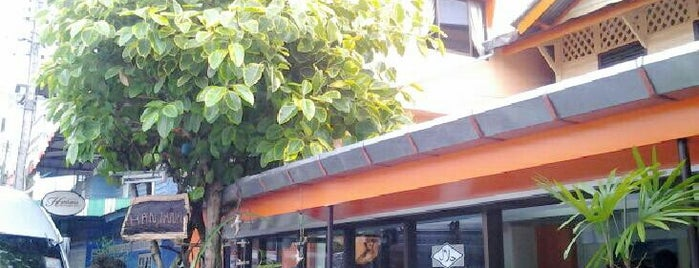 Hantana Restaurant is one of ร้านอาหารมุสลิม.