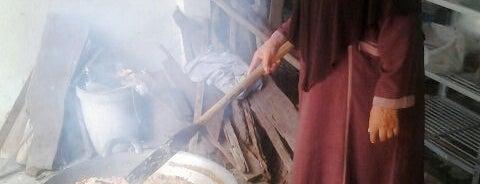 บ้านหะยีหามะ หลังมัสยิดประจำจังหวัดนราธิวาส is one of มัสยิด, บาลาเซาะฮฺ, สถานที่ละหมาด.