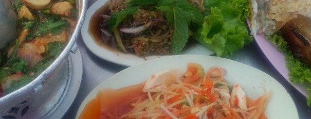 อิ่มสุพรรณ เมี่ยงปลาทับทิมเผา is one of Bangkok 曼谷.