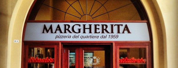 Margherita Pizza is one of Dubai Food 6.