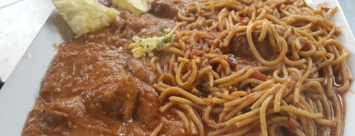 Restaurante La Huaca is one of Mis sitios.