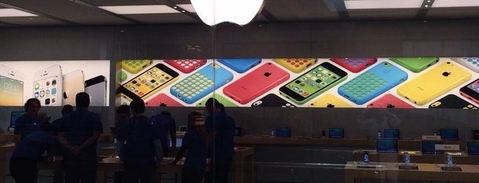 Apple VillageMall is one of Placês to go!.