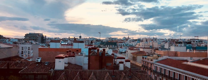 Salón Cascabel is one of Imprescindibles.