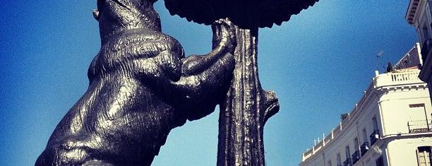 Estatua del Oso y el Madroño is one of Lugares.