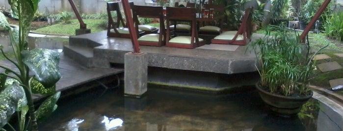 d'palm Sundanese Restaurant is one of Food Spots @Bandung.