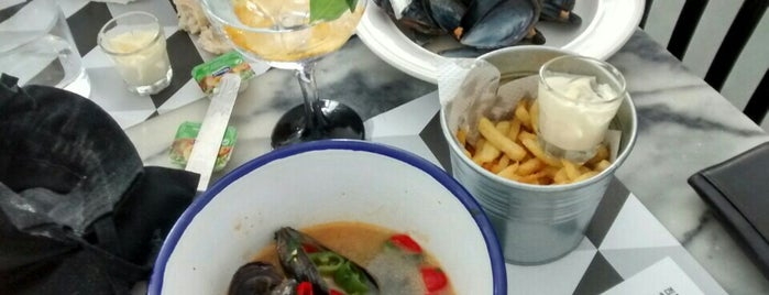 Moules & Gin is one of Lisbon city guide.