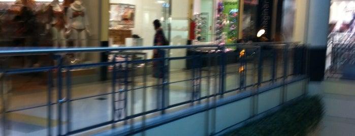 Shopping Villa-Lobos is one of Shopping Centers de São Paulo.