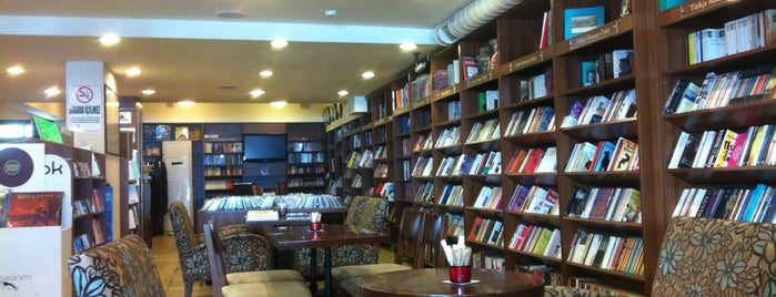 Arma Cafe & Bookstore is one of Izmir.