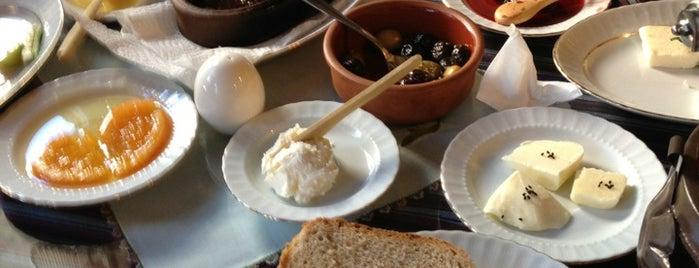 Kahvaltı - Mantı Deniz Kozanlı is one of Yeme - İçme.