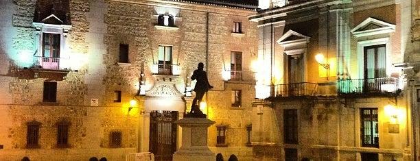 Plaza de la Villa is one of Lugares.