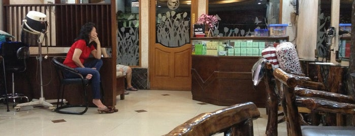 Ribta Salon is one of Places in Pamulang. Tangerang..