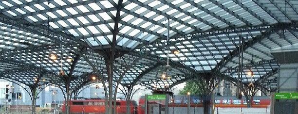 Köln Hauptbahnhof is one of Bahnhöfe Deutschland.