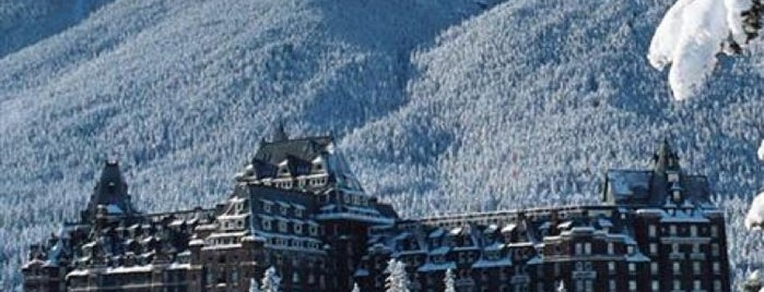 The Fairmont Banff Springs Hotel is one of Favoritos.