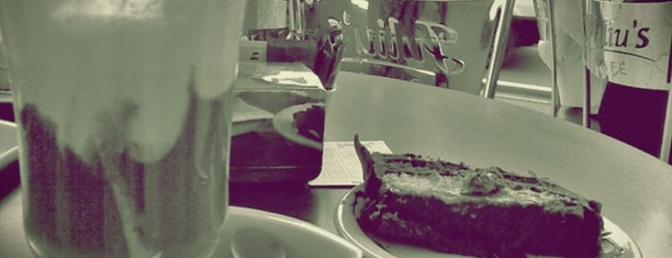 Juliu's Cafe is one of Gastronomia e Bares.