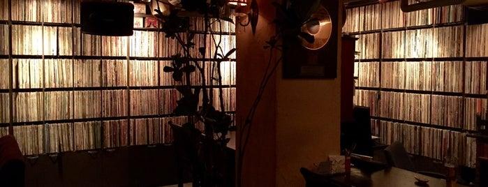 피터 폴 앤 메리 is one of Bar & Lounge.