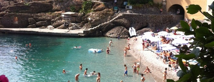 Spiaggia di San Fruttuoso is one of Beach.