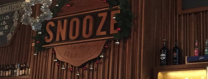 Snooze is one of Gezgin geyikler yemekte.