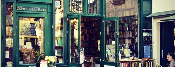 Shakespeare & Company is one of Where should Alice & I go in Paris?.