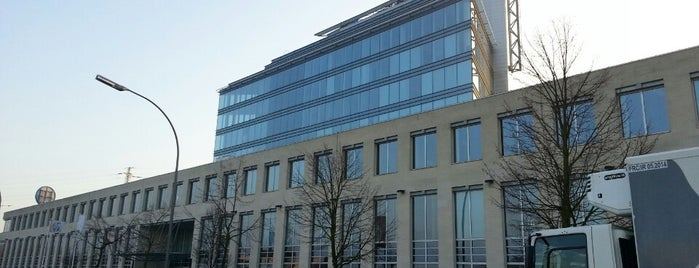 Hewlett Packard Enterprise • CDS • DXC is one of blue muted wisdom.