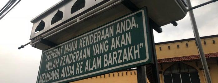 Masjid Jamek Tengku Abd Aziz Shah is one of masjid.