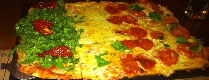 Pizza Sur Liberdade is one of Butecos de BH.