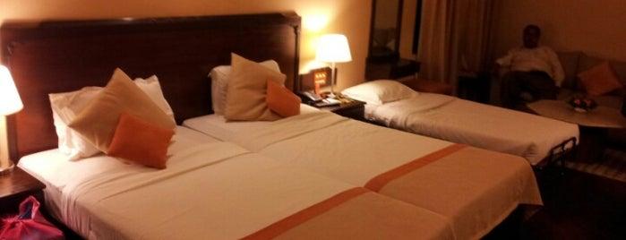 Shangri~La Hotel is one of Yeti Trail Adventure.