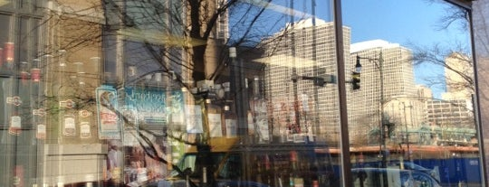 Binny's Beverage Depot is one of Hyde Park.