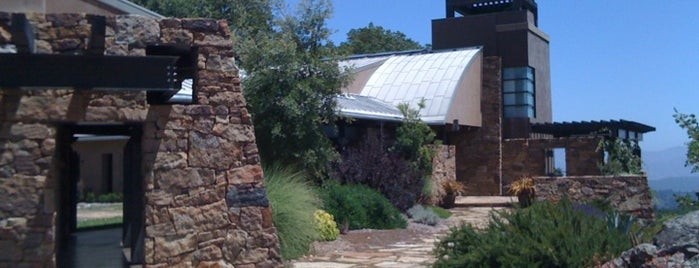 Gustafson Winery is one of Especially Pet-Friendly Wine Road Members.