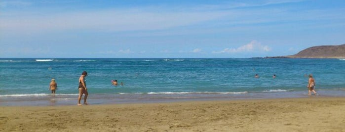 Las Canteras Beach is one of Playas Favoritas.