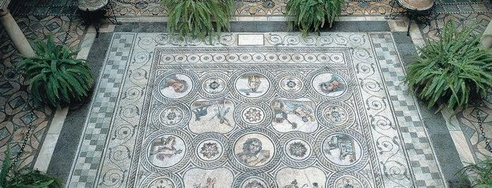 Palacio de la Condesa de Lebrija is one of 5 lugares para descubrir la Sevilla romana.