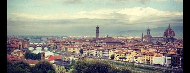 Piazzale Michelangelo is one of Weekend romantique à Firenze <3.
