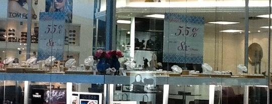 Cellini Joalheiros is one of Flamboyant Shopping Center.