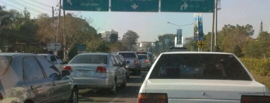 Rin Kham Intersection is one of ถนน.