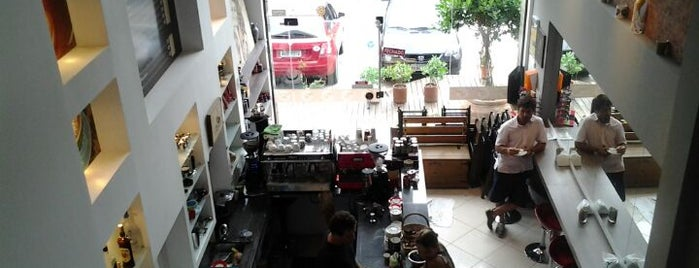 The Family Coffee Shop is one of Onde comer em Floripa: delícias p/ o café da tarde.