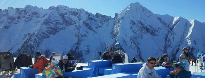 White Lounge is one of 100 great bars - Lonely Planet 2011.