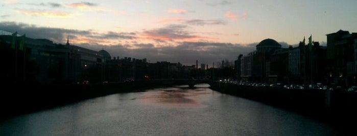 Grattan Bridge is one of Dublin Tourist Guide.