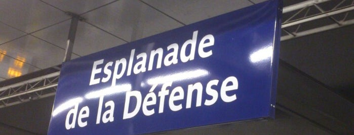Métro Esplanade de La Défense [1] is one of Stations de metro a Paris.