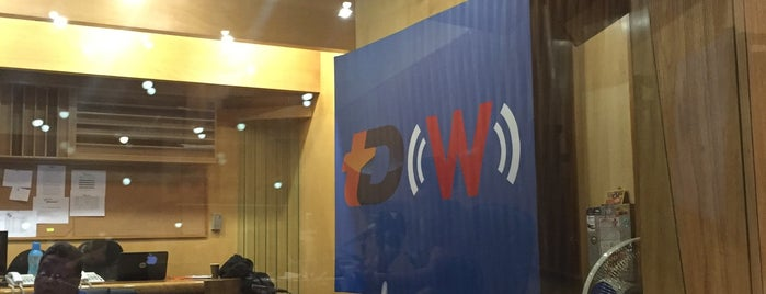 W Radio is one of Medios del DF.