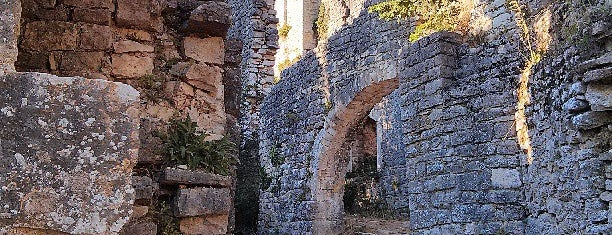 Dvigrad Fortress is one of Kroatien.