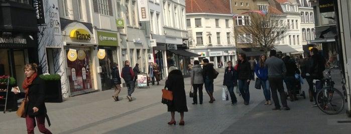 Lange Steenstraat is one of Shoppen in Kortrijk.
