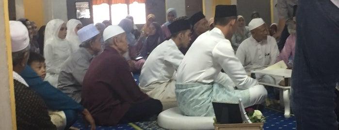 Masjid Kampung Pandamar is one of masjid.