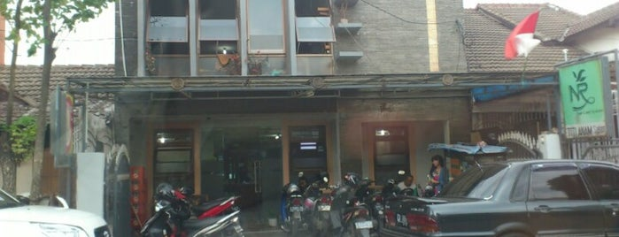 Titi Anam Salon is one of Rest & Relax @Bandung.