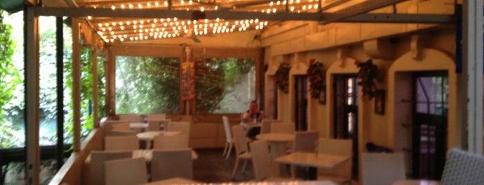 Park Cafe is one of İstanbul'da yemek.
