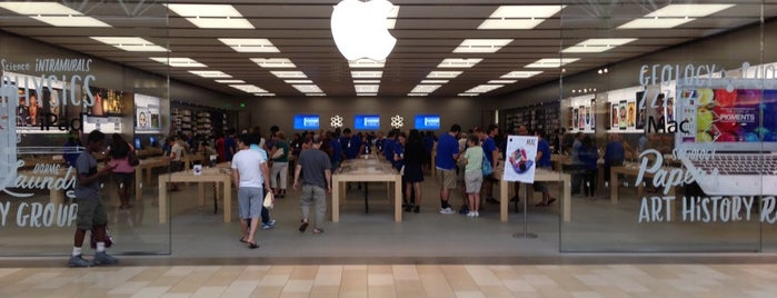 Apple Christiana Mall is one of Places I've been.