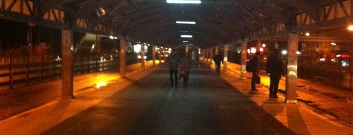 Mecidiyeköy Metrobüs Durağı is one of Photo Locations Worth Going Back.