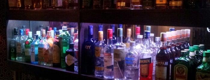 La Sala Bar is one of Bares.