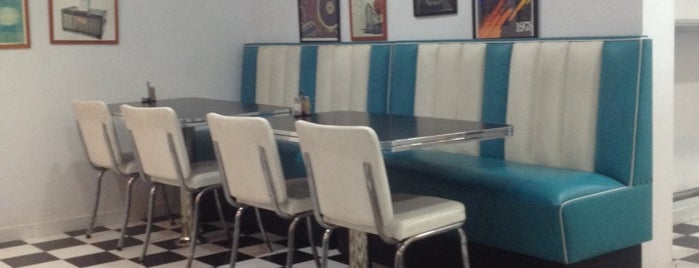 Retro Burger is one of Most Burger in Dammam & Khobar.